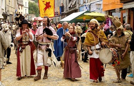 festival_moyen_age_cremieux_passion_medievale_troubadours