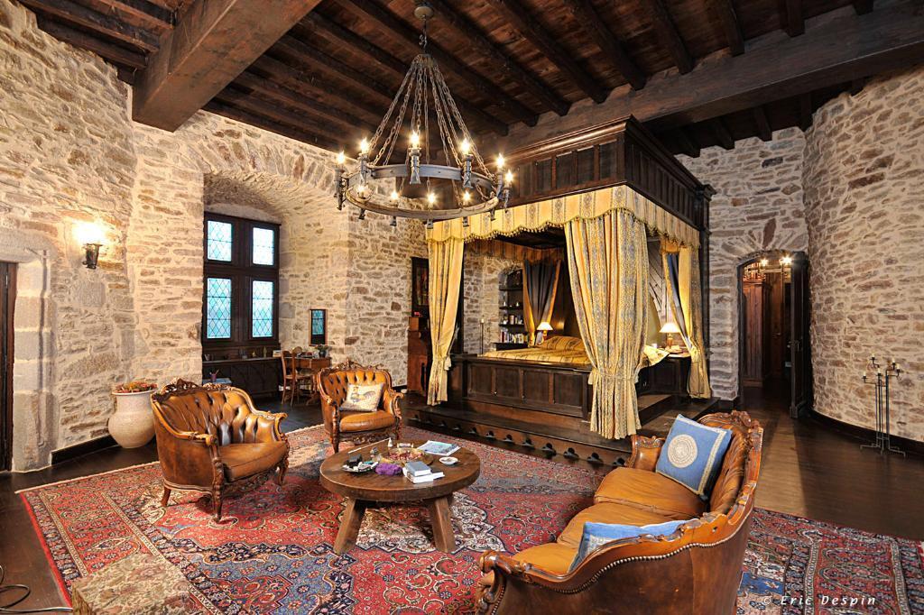 ch teau montbrun un si ge m di val 21 millions d euros moyen ge passion. Black Bedroom Furniture Sets. Home Design Ideas