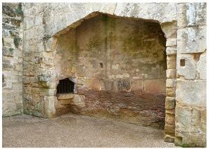 chateau_bodiam_moyen-age_cheminee_interieur