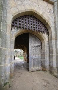 chateau_porterie_corps_de_garde_monde_medieval_bodiam