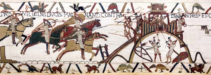 La très incontournable tapisserie de Bayeux au sujet des mottes castrales.