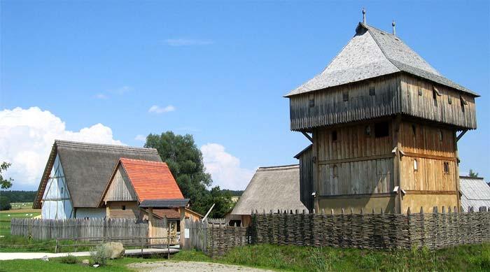 Motte de Rittersdorf. Kanzach, Allemagne, Réconstitution d'une motte du XIIIe siècle