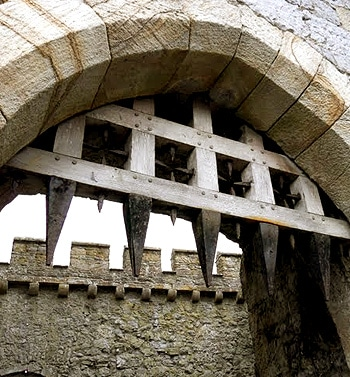 herse_chateau_fort_histoire_medievale