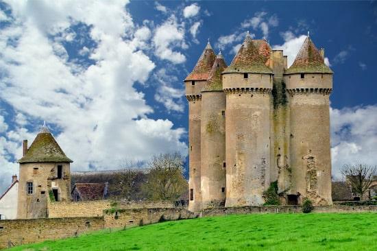 Château de Sarzay, XVe, XVIe, Indre. témoin de la guerre de cent ans