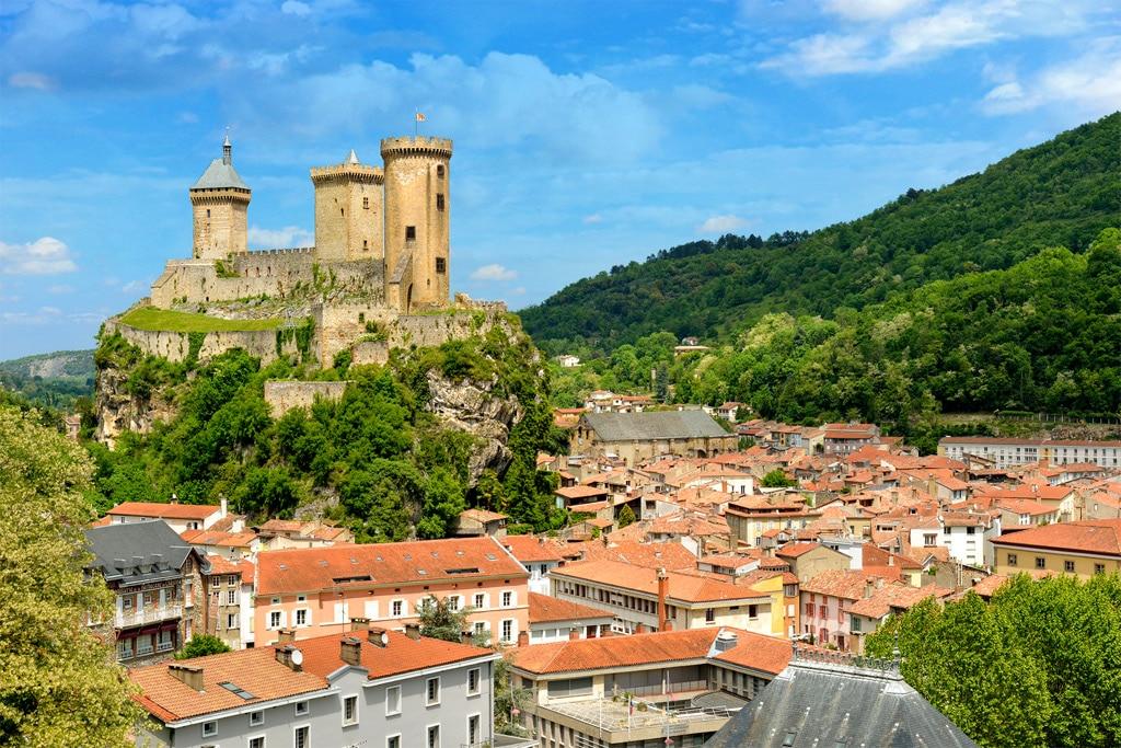 La magie du beay château-fort de Foix planté sur son éperon rocheux