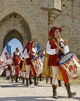 fetes_saint_louis_aigues_mortes_ville_medievale
