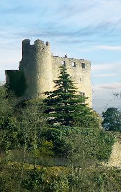 cremieu_ville_medievale_patrimoine_historique_moyen-age