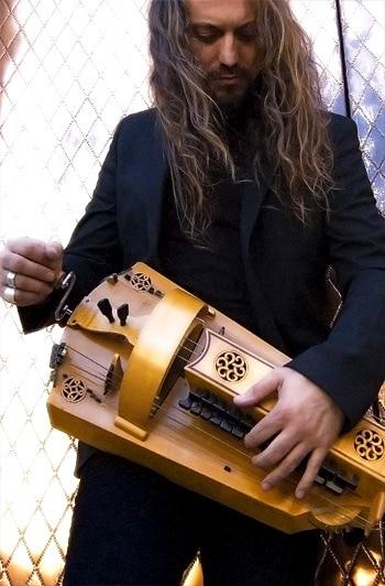 troubadour_musique_medievale_vielle_a_roue_efren_lopez