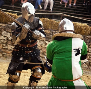 combat_medieval_tourcoing_tournoi_art_martial_behourd_armures_arrmures_anciennes_idees_sorties