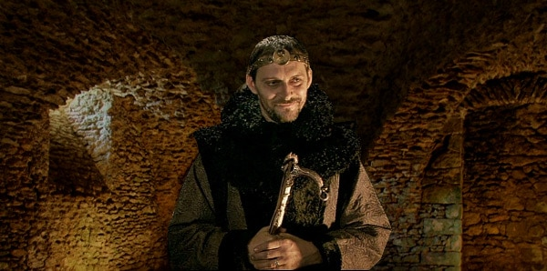 kaamelott_elias_enchanteur_humour_medieval_serie_televisee_culte_legende_arthur_graal_alexandrin