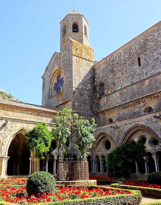 festival_evenement_musiques_anciennes_medievales_abbaye_fontfroide_lieu_interet_histoire_cisterciens_cathare