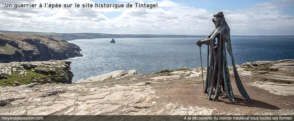 roi_arthur_pendragon_chevalier_legendes_arthuriennes_sculpture_site_archeologique_historique_de_tintagel