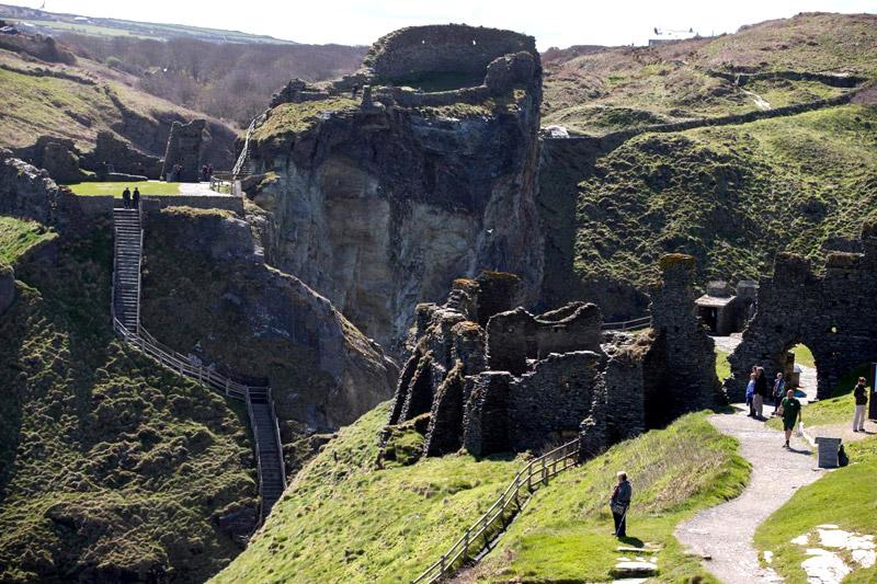 tintagel_chateau_legendes_roi_arthur_archeologie_histoire_medievale_lieux_touristiques_moyen-age