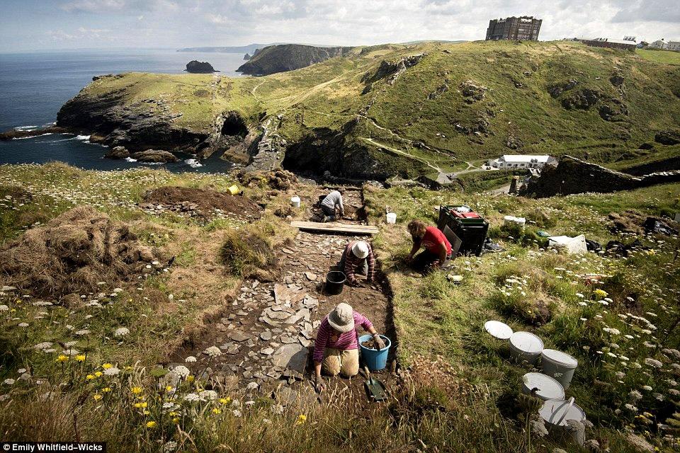 tintagel_site_archeologique_haut_moyen-age_celte_histoire_medievale_legendes_arthuriennes_Domnonee
