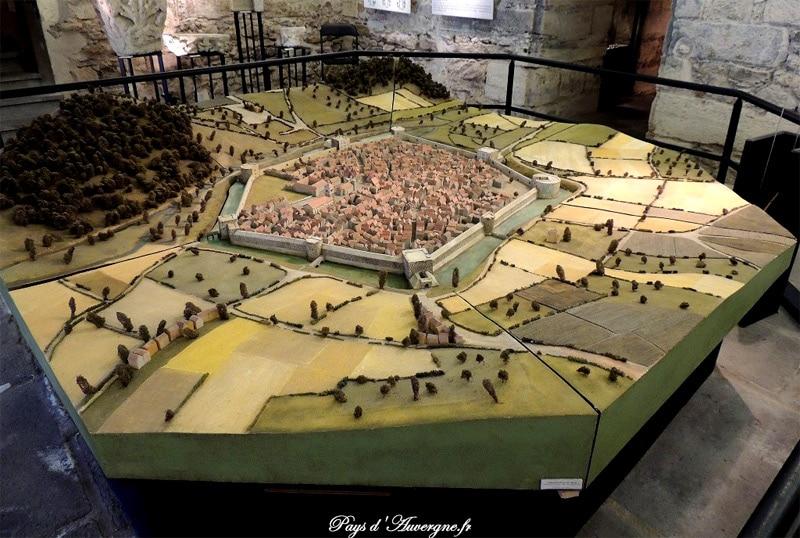 Cusset, les remparts du XVe, très belle maquette en provenance du site www.paysdauvergne.fr