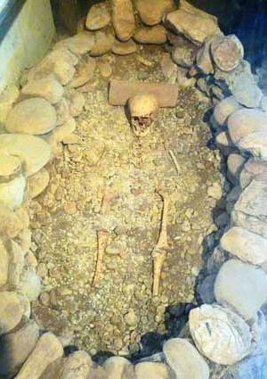 perouges_histoire_medievale_age_du_cuivre_merovingien_archeologie
