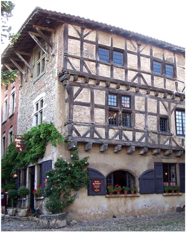 perouges_histoire_village_medievale_dauphine_savoie_lieu_interet