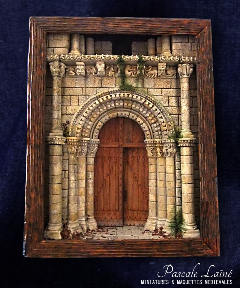art_passion_architecture_medievale_reproduction_portail_eglise_Surgeres_Charente_miniatures_maquettes_pascale_laine