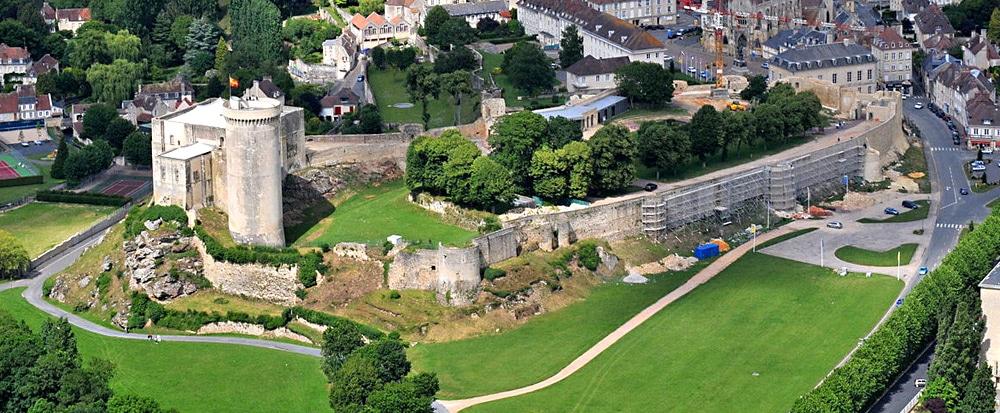 chateau_falaise_normandie_lieux_interet_histoire_medievale_chateau_fort_architecture_defensive_moyen-age_central