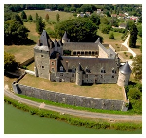 chateau_chapelle_angillon_fetes_medievales_patrimoine_france_haut_lieu_historique