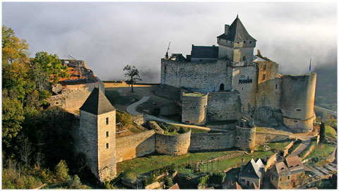 chateau-fort_medieval_castelnaud_perigord_noir_monuments_classes_site_interet_moyen-age