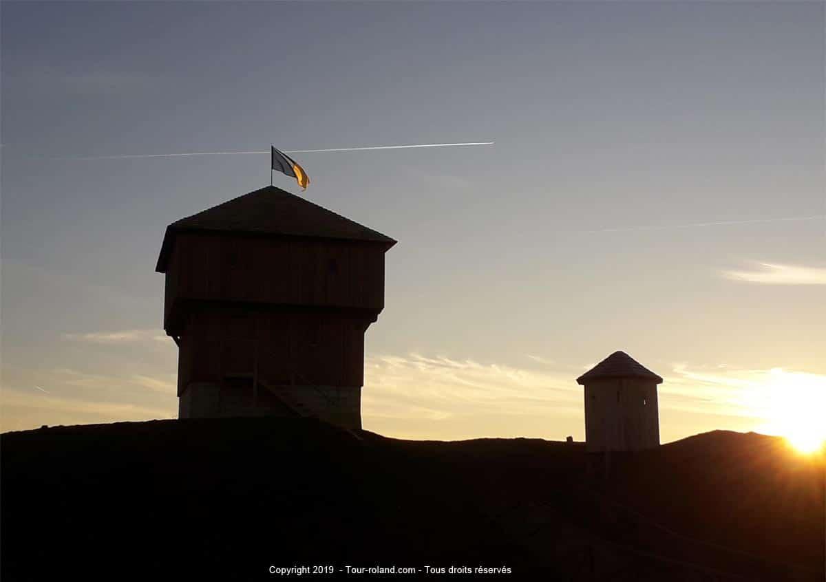 motte-feodale_chateau-a-motte_village-medieval_tour-roland_site-experimental_moyen-age